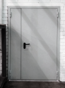 Однопольные и двупольные противопожарные двери, в чем разница?