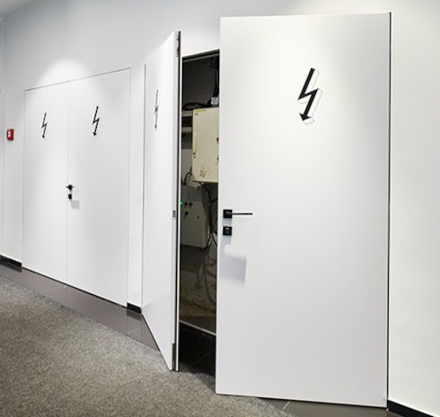 Противопожарная дверь в электрощитовое помещение