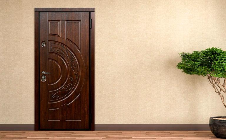Двери металлические в квартиру в Москве