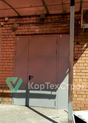 """Установлены 8 технических и 1 противопожарная дверь для магазина """"Дикси""""."""