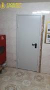 Установка противопожарных дверей в школу