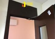 В 16-ти этажном доме обновили  двери