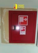 Установлены двери с остеклением и противопожарные шкафы