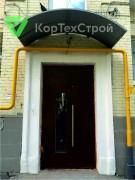 Установлены подъездные двери с остеклением
