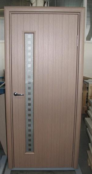 Дверь из вспененного ПВХ со стеклом